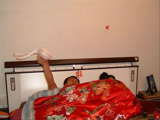 洞房夜丈母娘携亲友团现场指导 图图片