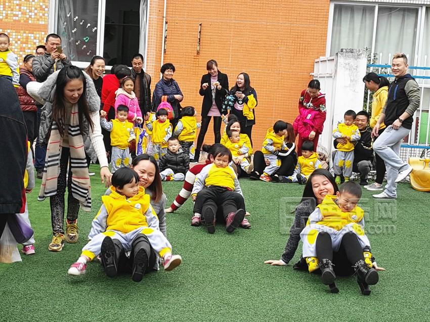 梅列区阳光双语幼儿园于12月28日举行了迎新年庆圣诞